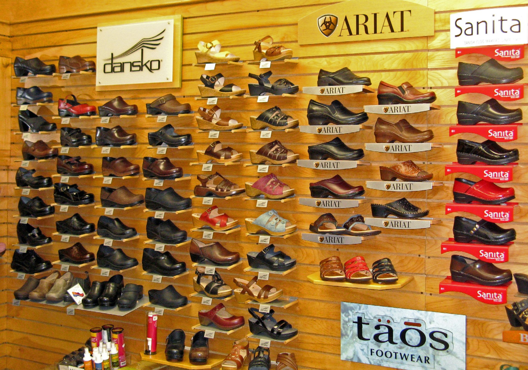 Bal Harbour Women's Shoe Store | Victor Santana | Archinect